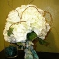 white-flower-bouquet-with-tiwg